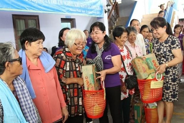 Les cadeaux des femmes de HCM-Ville aux pauvres de Phnom Penh hinh anh 1