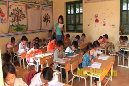 Education : 4,3 milliards de dongs d'assistance aux enfants ethniques de Dien Bien hinh anh 1