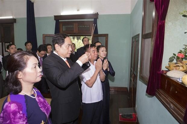 Le president du FPV rend hommage au president Ho Chi Minh dans la maison 67 hinh anh 1