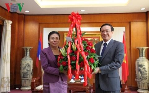 Des dirigeants laotiens felicitent le Vietnam pour la Fete nationale hinh anh 1
