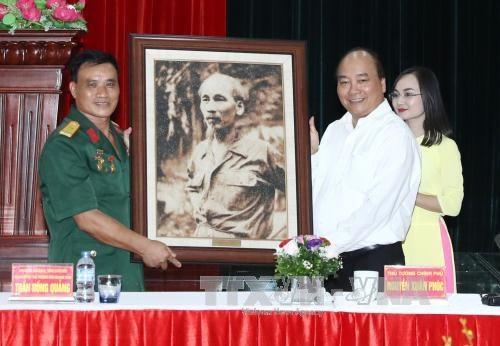 Nguyen Xuan Phuc rend visite a des invalides de guerre a Hai Phong hinh anh 1
