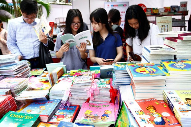 Bientot la foire du livre de Hanoi 2017 hinh anh 1