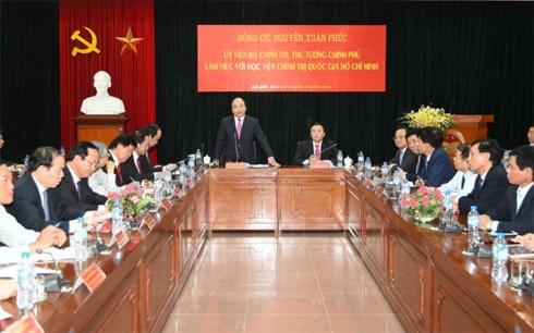 Le PM Nguyen Xuan Phuc a l'Academie nationale de politique Ho Chi Minh hinh anh 1
