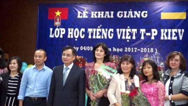 Ouverture d'une classe de langue vietnamienne a Kiev hinh anh 1