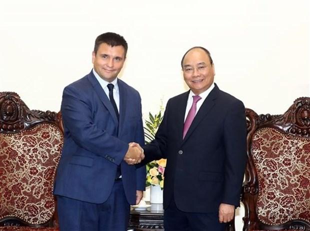 Le Premier ministre Nguyen Xuan Phuc recoit le ministre ukrainien des AE hinh anh 1