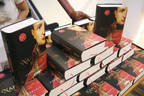 Publication de l'ouvrage Napoleon Le Grand d'Andrew Roberts en vietnamien hinh anh 1
