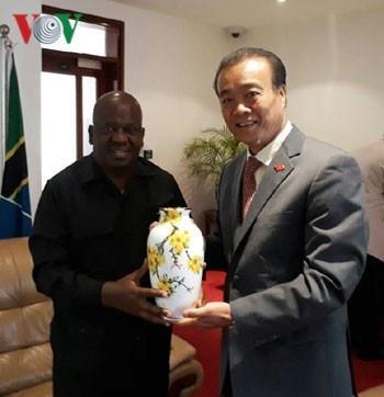 Le Vietnam veut developper davantage ses liens avec l'AN de Tanzanie hinh anh 1