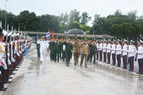 Une delegation militaire du Vietnam a Cuba hinh anh 1