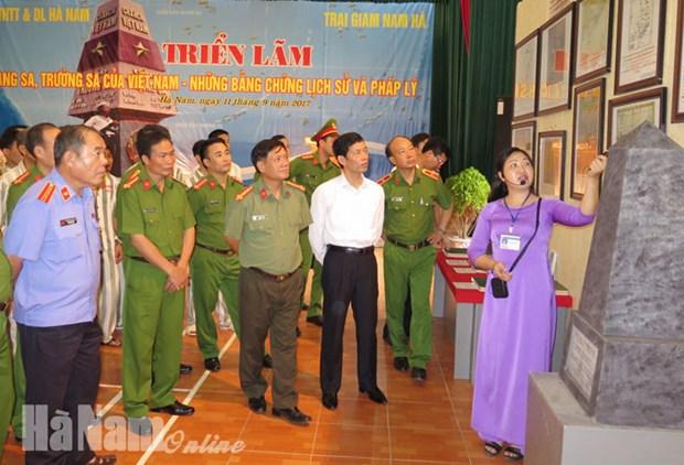 Exposition sur Hoang Sa et Truong Sa a Ha Nam hinh anh 1