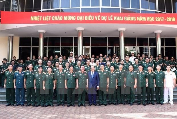 Le Premier ministre exhorte l'Academie de la defense a reformer ses programmes de formation hinh anh 1