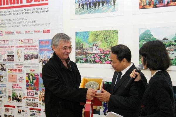 Le journal Nhan Dan present a la Fete de l'Humanite 2017 hinh anh 2