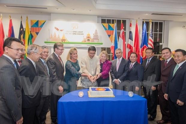 Celebration des 50 ans de la fondation de l'ASEAN aux Etats-Unis et en Espagne hinh anh 1