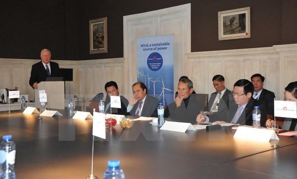 Le vice-PM Vuong Dinh Hue salue les projets energetiques de Rent-A-Port au Vietnam hinh anh 1