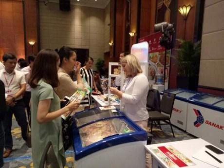Presentation de produits alimentaires russes aux Hanoiens hinh anh 1