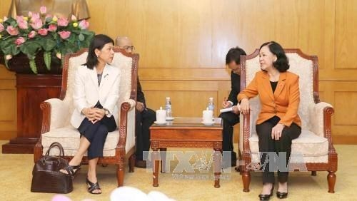 Truong Thi Mai recoit l'ambassadrice du Canada au Vietnam hinh anh 1