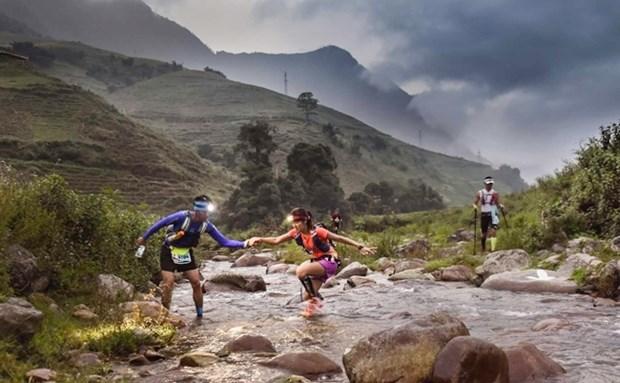 2.200 coureurs au marathon des montagnes au Vietnam hinh anh 1