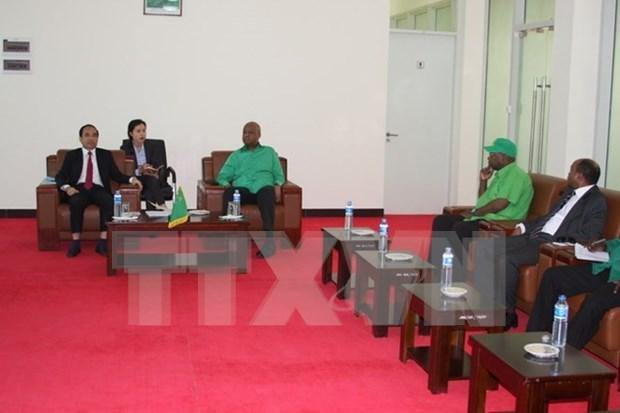 Le Parti au pouvoir tanzanien souhaite etudier les experiences du Vietnam hinh anh 1
