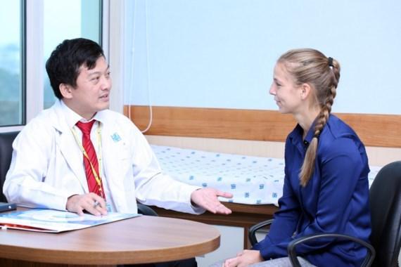 L'hopital de l'universite de medecine d'HCM-V met en service une clinique internationale hinh anh 1