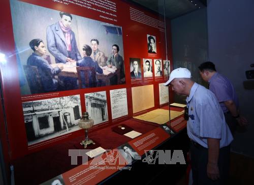 Ouverture de l'exposition sur Duong Kach Menh au Musee national de l'histoire du Vietnam hinh anh 1