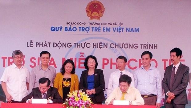 Apporter du lait a 15.000 enfants vietnamiens hinh anh 1