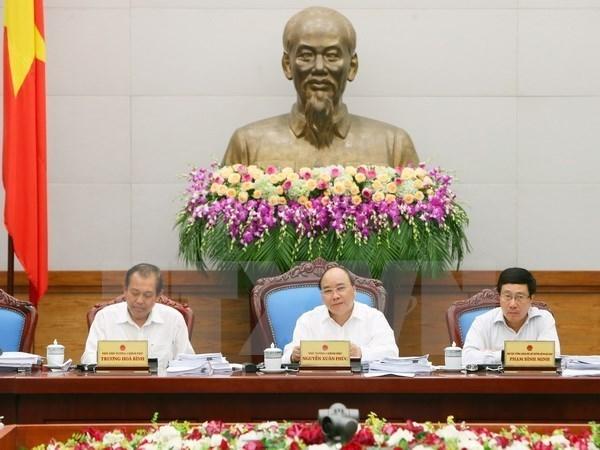 Le PM demande aux ministeres et localites de redoubler d'efforts pour achever les objectifs de 2017 hinh anh 1