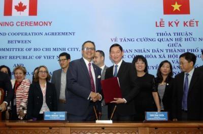 Signature d'un accord de cooperation entre Ho Chi Minh-Ville et Toronto hinh anh 1
