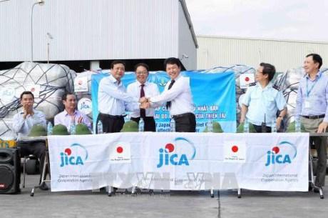 Reception de l'aide d'urgence du Japon aux localites touchees par les inondations hinh anh 1