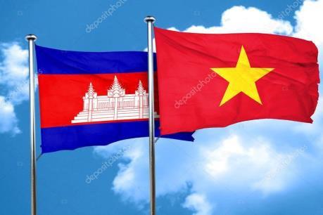Remise d'emetteurs d'ondes radioelectriques finances par le Vietnam au Cambodge hinh anh 1