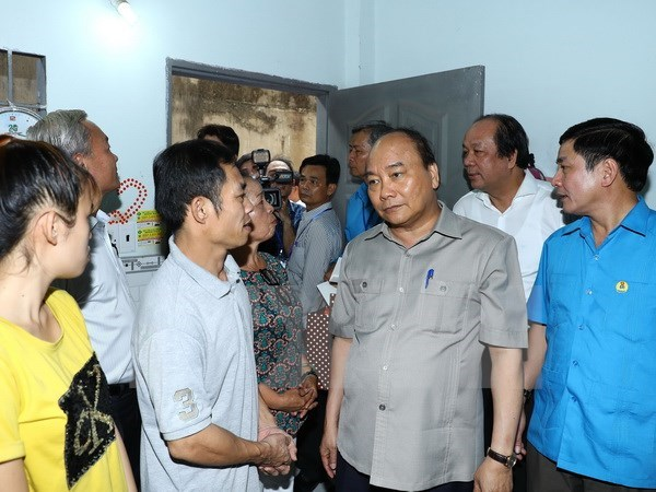 Le PM dialogue avec des ouvriers a Dong Nai hinh anh 1