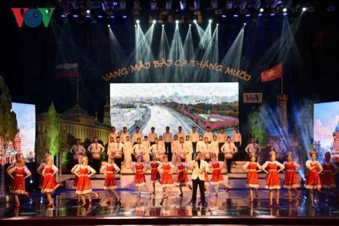 Le PM Nguyen Xuan Phuc au gala en l'honneur de l'amitie Vietnam-Russie hinh anh 1