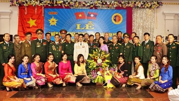 Rencontre entre des volontaires et experts militaires vietnamiens en mission au Laos hinh anh 1