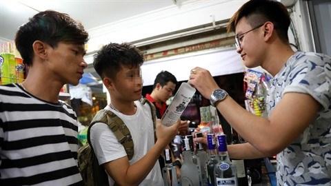 Le Vietnam serre la vis sur le commerce d'alcool hinh anh 2