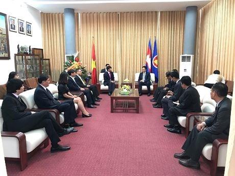 Le ministere des Affaires etrangeres felicite le Cambodge pour sa Fete nationale hinh anh 1