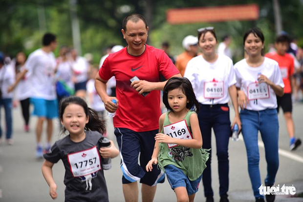 Pres de 20.000 participent a la course caritative Terry Fox Run a HCM-Ville hinh anh 1