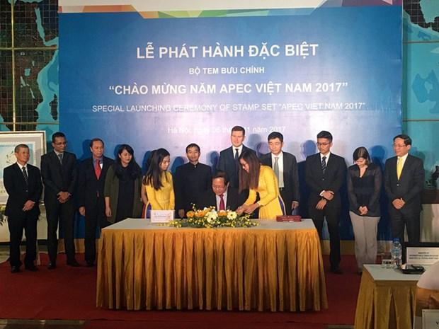 Diffusion d'une collection de timbres saluant l'Annee de l'APEC Vietnam 2017 hinh anh 1