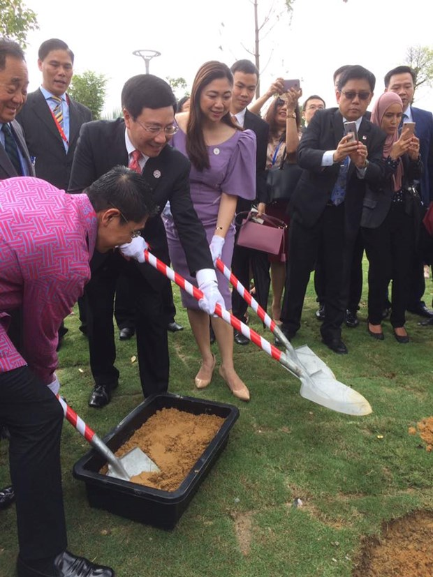 APEC 2017 : ouverture du parc de l'APEC au bord du fleuve Han a Da Nang hinh anh 1