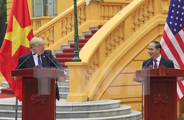 Le president americain Donald Trump termine sa visite d'Etat au Vietnam hinh anh 1