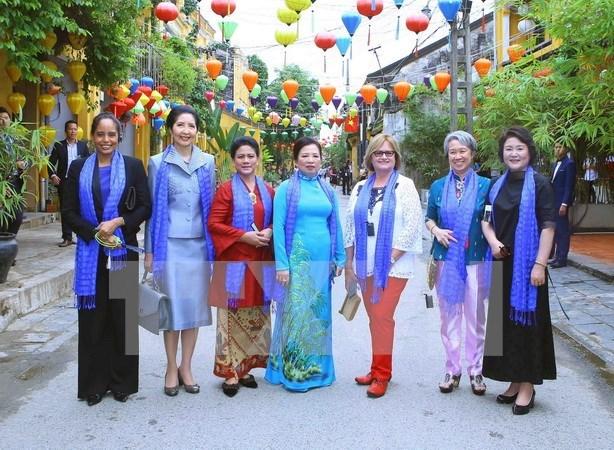 APEC 2017: programme en l'honneur des epouses des chefs des delegations des economies membres hinh anh 1