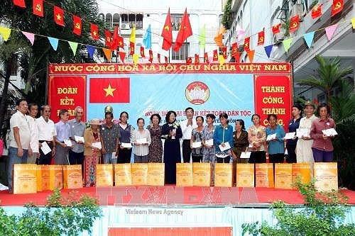 La fete de grande union nationale celebree dans plusieurs localites vietnamiennes hinh anh 1
