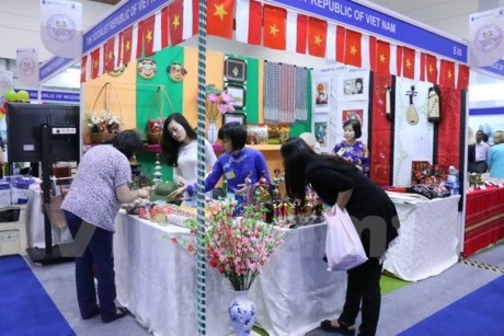 La 50e Foire caritative internationale en Indonesie hinh anh 1