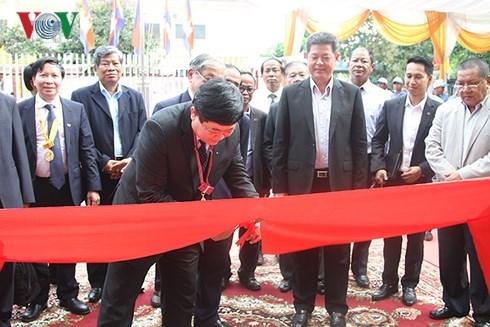 Le Vietnam aide le Cambodge a construire neuf stations de radio et de television hinh anh 1
