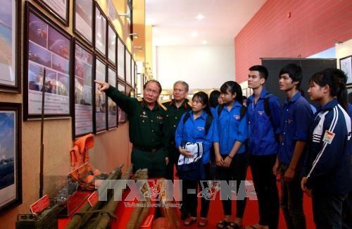 L'exposition sur Hoang Sa et Truong Sa prend ses quartiers a Phu Tho hinh anh 1