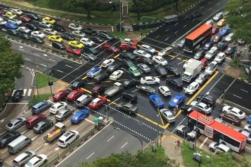 Singapour met en place des mesures strictes pour reduire le nombre de voitures hinh anh 1