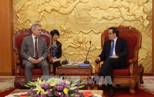 Une delegation de la Confederation autrichienne des syndicats au Vietnam hinh anh 1