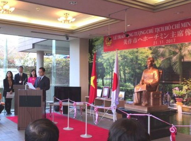 Installation d'une statue du President Ho Chi Minh au Japon hinh anh 1