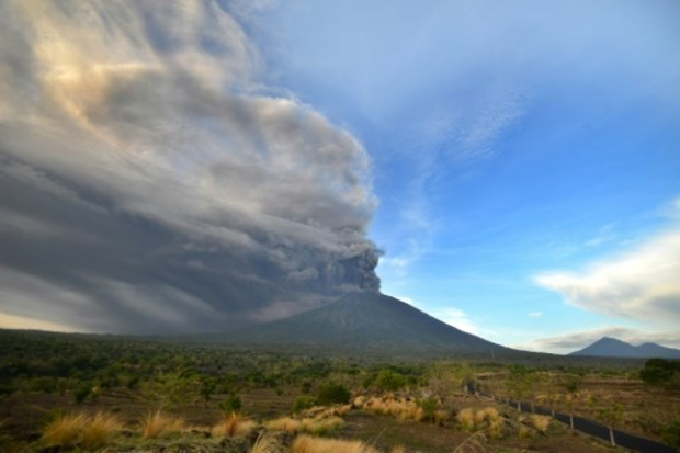 Volcan a Bali: des dizaines de vols annules hinh anh 1