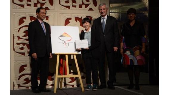 Presentation du logo en l'honneur des 45 ans des relations diplomatiques Vietnam - Belgique hinh anh 1