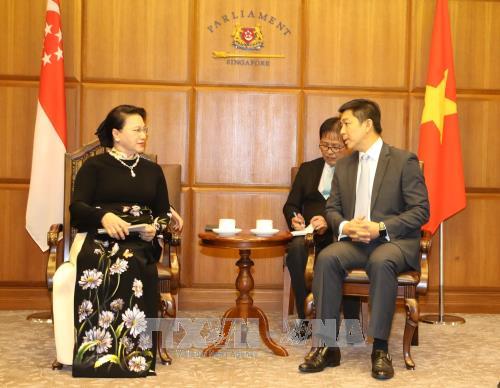 Le Vietnam prend en consideration le developpement du partenariat strategique avec Singapour hinh anh 1