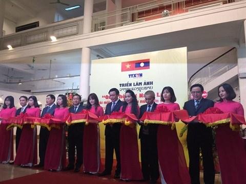 Expo : une centaine de photos sur l'amitie Vietnam - Laos hinh anh 1