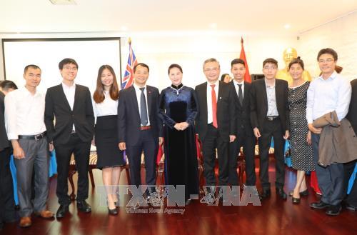 La presidente de l'AN rencontre des Vietnamiens en Australie hinh anh 1